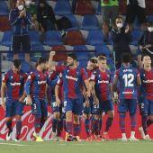 El Levante contó con aficionados, con un aforo máximo de cinco mil espectadores, en el último partido de Liga ante el Cádiz.