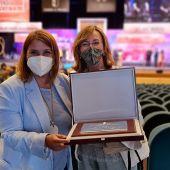 La alcaldesa reconoce, en nombre de la ciudadanía, el reconocimiento a Tierras de Cerámica