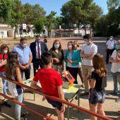 Visita Consejera de Educación a Cinco Casas