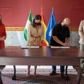 Firma del convenio entre Asihtur y Ayuntamiento de San Fernando