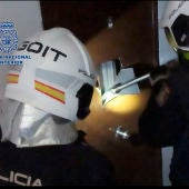 Agentes de la Policía durante la operación antidroga