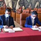 Caballero y Aizega han firmado el convenio de colaboración