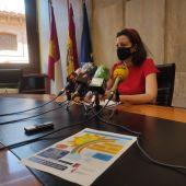 María del Mar Marqués, concejala de Servicios Sociales, presenta la Mini-ludoteca de Verano