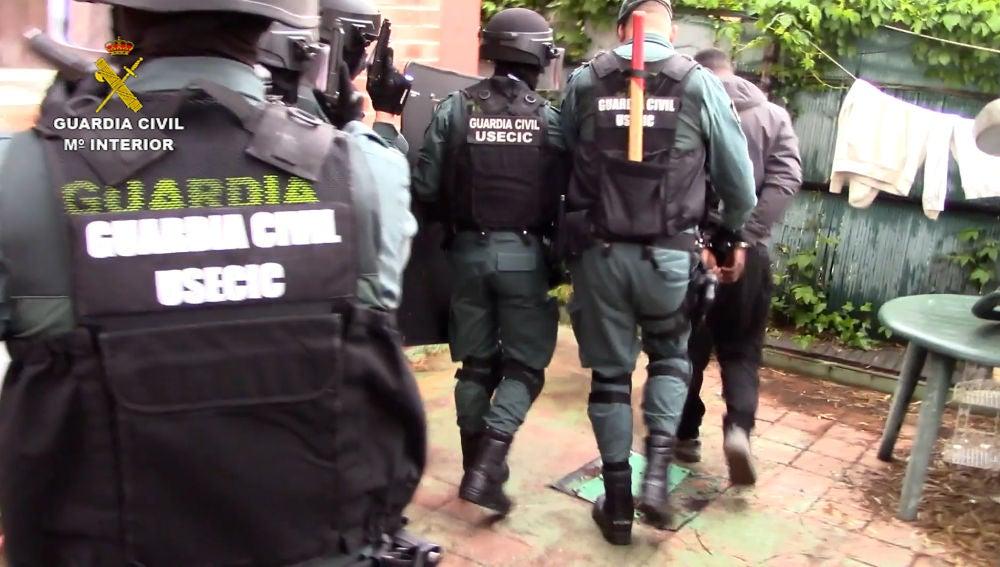 Desarticulado un grupo criminal que estafó por internet 41.000 euros a un empresario almanseño