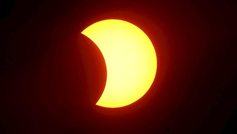 Eclipse solar parcial: A qué hora se verá en España y cómo ver hoy