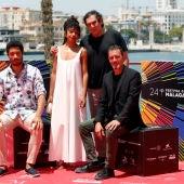 El director Agustí Villaronga posa junto al reparto de 'El vientre del mar' en el Festival de Málaga