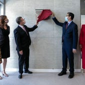 García-Page y Caballero descubren la placa de inauguración de las obras de la primera fase del pabellón ferial