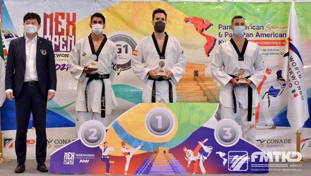Raúl Martínez logra el oro en el Open Championships 2021 de México, venciendo con superioridad en sus tres combates.