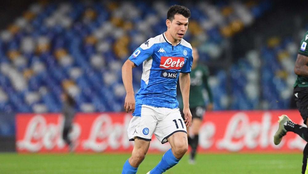 Hirving Lozano, en un partido con el Napoli.