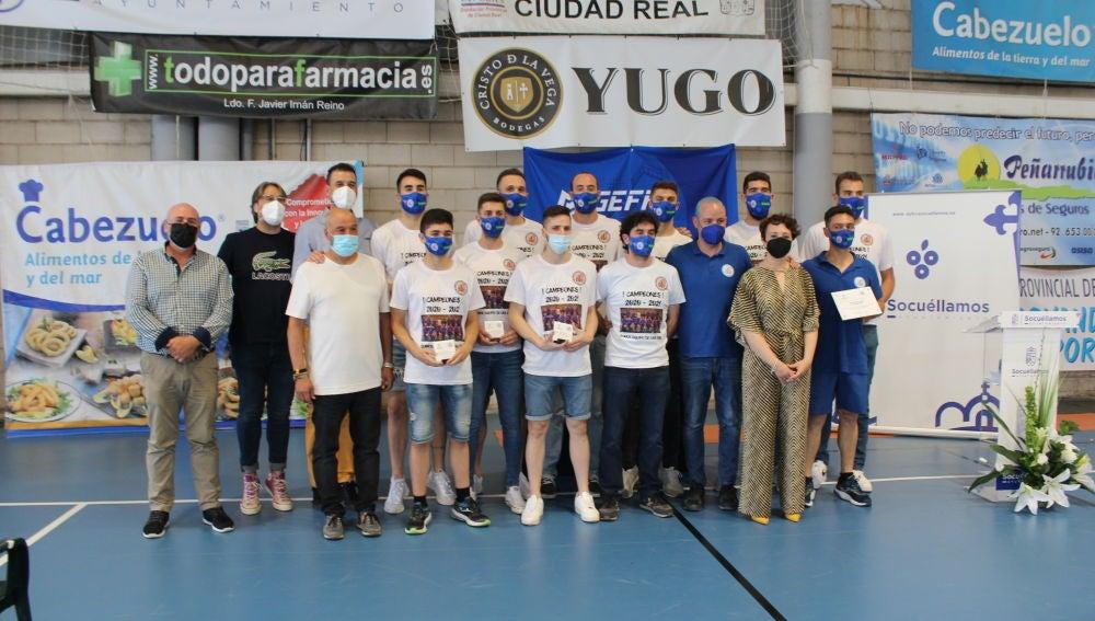 El Ayuntamiento homenajea al Cabezuelo CBS por su ascenso a Liga EBA