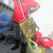 La flota de arrastre continúa en la lucha contra las basuras marinas tras un mes de parada en las costas de Málaga