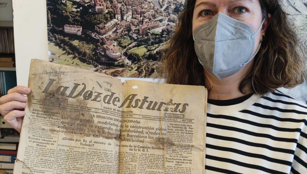 Donan un ejemplar de La Voz de Asturias de 1934 al Archivo Municipal