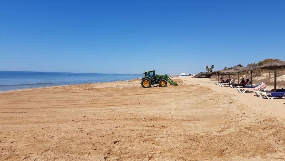 La Mancomunidad finaliza las actuaciones de perfilado de la playa de Islantilla
