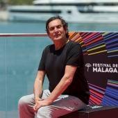 El director Agustí Villaronga posa en el photocall oficial del Festival de Málaga