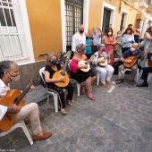 Instantes del homenaje celebrado ayer en Cádiz