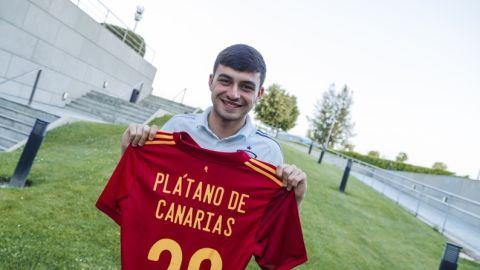 Pedri será embajador de Plátano de Canarias con la Selección