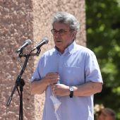 El escrito Andrés Trapiello, durante su intervención en la concentración convocada por la plataforma Unión 78