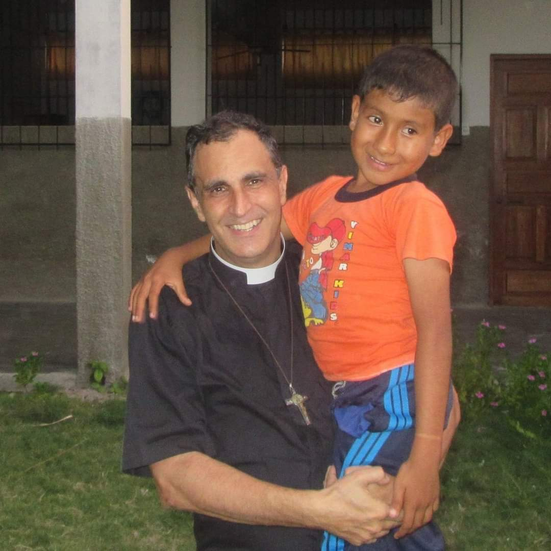 La gran labor del Padre Ignacio Doñoro con Hogar Nazaret