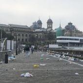 Botellón en el muelle de San Sebastián