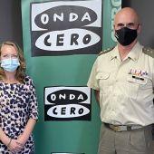 El coronel Antonio Ortiz, Premio Onda Cero Mallorca de la Comunicación en 2021, en los estudios de Onda Cero junto a Elka Dimitrova.