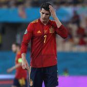 Morata se lamenta en el partido ante Suecia