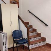 Escaleras para subir a la segunda planta en la Asociación Parkinson Elche.