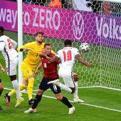 Sterling anota el gol de Inglaterra ante República Checa