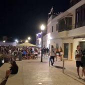 Cientos de jóvenes protagonizan un macro botellón en el Pla de Sant Joan