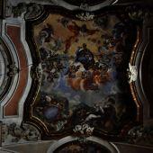 """Interior de la iglesia """"Virgen de la Luz"""" de Cuenca, donde se observan grietas y otros daños"""