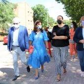 Las autoridades han visitado las obras realizadas en las viviendas de La Granja
