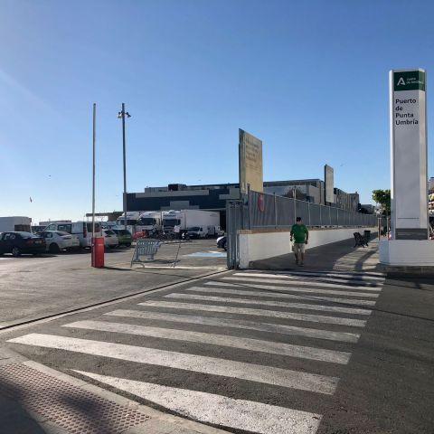 El ayuntamiento de Punta Umbría convenia con la cofradía de pescadores la utilización de los aparcamientos del puerto pesquero