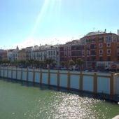 Vistas de la calle Betis desde el Puente Triana