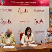 El Ayuntamiento de Alcázar y la Asociación Española contra el Cáncer (AECC) renuevan el convenio de colaboración anual