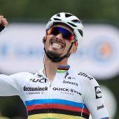 Alaphilippe viste su arcoíris con el primer maillot amarillo del Tour