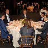 Pere Aragonés planta al rey en el saludo previo a la cena del Mobile