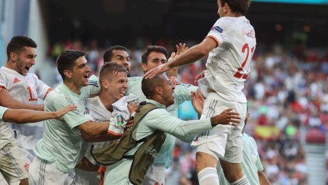 España sufre para ganar a Croacia en la prórroga y pasa a cuartos de la Eurocopa