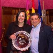 Luis Palencia, presidente del F.S. Valdepeñas, junto a Mª del Pilar Ballesteros, su mujer y secretaria-tesorera del club.