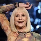 Raffaella Carra en una actuación durante la segunda edición del show 'La voz de Italia', en Milán