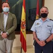 El vicealcalde y concejal de Cultura, Vicente Casañ y el subdelegado de Defensa, el coronel Miguel Ángel de la Torre Solís.