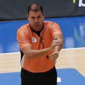 El árbitro malagueño Daniel Hierrezuelo en un arbitraje