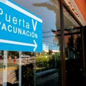 Vista del acceso a la zona de vacunación contra el covid-19 en el Hospital Severo Ochoa de Madrid.