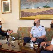 El subdelegado del Gobierno, Miguel Juan Espinosa y el nuevo coronel de la Base Aérea, Miguel Orduña Rodríguez