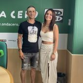 Antonio Ramírez y Andrea Mosteiro, gerente y veterinaria de 'Natural Mascotas'.