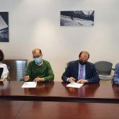 Alcalde y Presidente firmando el convenio de colaboración