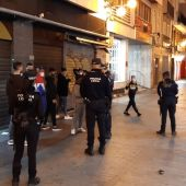 Agentes de la Policía Local de Elche en el centro de la ciudad durante la pandemia.