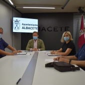 Vicente Casañ se ha reunido con el nuevo presidente de la agrupación coral, Manuel del Olmo.