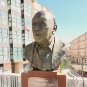 Busto del Hermano Tomás frente al colegio Maristas San José