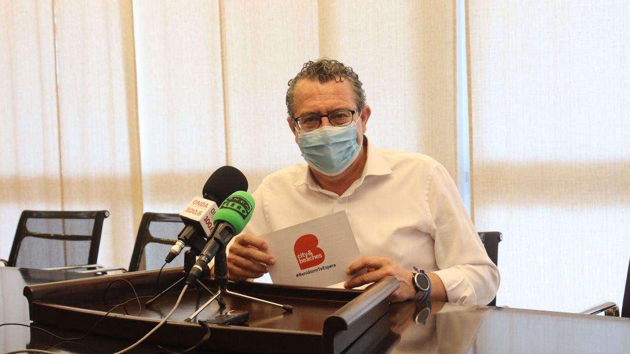 Benidorm repartirá 40.000 tarjetas de transporte público a residentes cargadas con 10 euros.