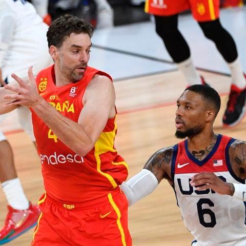 Pau Gasol ataca en el partido de la selección española de baloncesto ante USA.