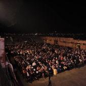 El público de las Eras de la Sal disfrutó con la velada de las Corales Torrevejenses